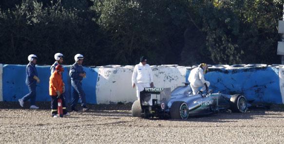 Lewis Hamilton Jerez F1 testing crash