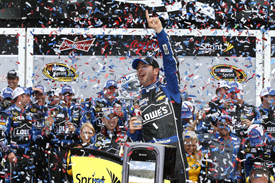 Jimmie Johnson wins the 2013 Daytona 500