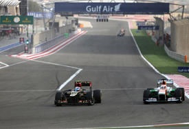 Romain Grosjean passes Paul di Resta, Bahrain GP 2013, Sakhir