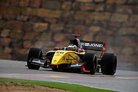 Magnussen secures Aragon FR3.5 pole