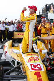 Ryan Hunter-Reay wins Milwaukee IndyCar race 2013