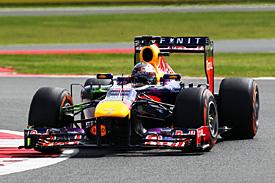 Гран При Великобритании: Феттель похвалил 'феноменальный' круг Хэмилтона