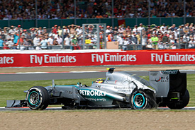 Hamilton says tyres issues unacceptable