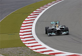 Hamilton leads Rosberg in first practice