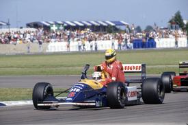 Ayrton Senna rides on Nigel Mansell's Williams, British GP 1991, Silverstone