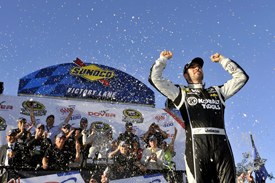 Jimmie Johnson wins Dover NASCAR Sprint Cup race 2013