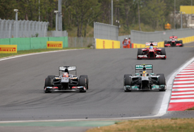 Nico Hulkenberg battles with Lewis Hamilton, Korean GP 2013