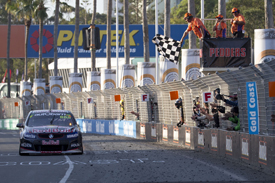 Craig Lowndes and Warren Luff win Surfers Paradise