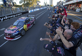 Jamie Whincup wins Sydney V8 Supercars 2013