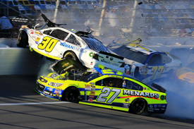 Big crash disrupts Daytona practice