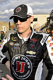 Harvick claims pole at Darlington
