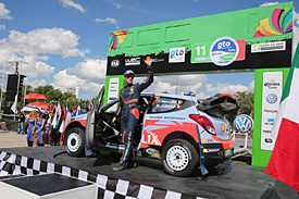 Neuville 'stayed calm' amid drama
