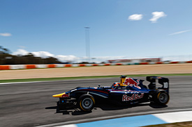 Lynn dominates Estoril GP3 test