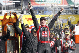 Kurt Busch takes first win since 2011