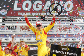 Logano shrugs off late drama to win