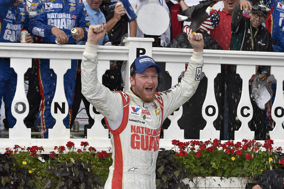 Earnhardt defeats Harvick at Pocono