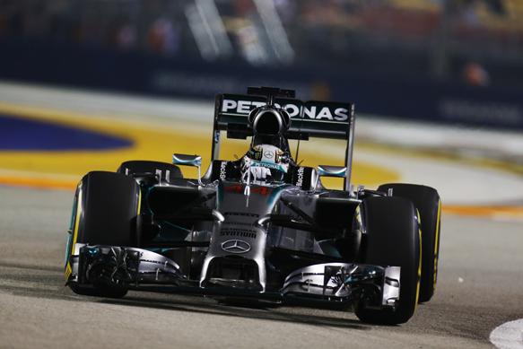 Льюис Хэмилтон перехватил инициативу во второй тренировке Гран При Сингапура