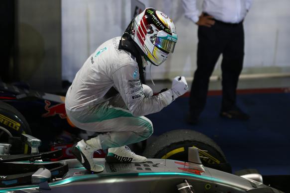Lewis Hamilton wins 2014 Singapore GP