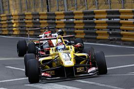 Tom Blomqvist, Carlin, leads Esteban Ocon, Prema, Macau F3 2014