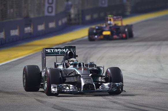 В стане Red Bull Racing назвали достижение команды Mercedes в сезоне-2014 невероятным