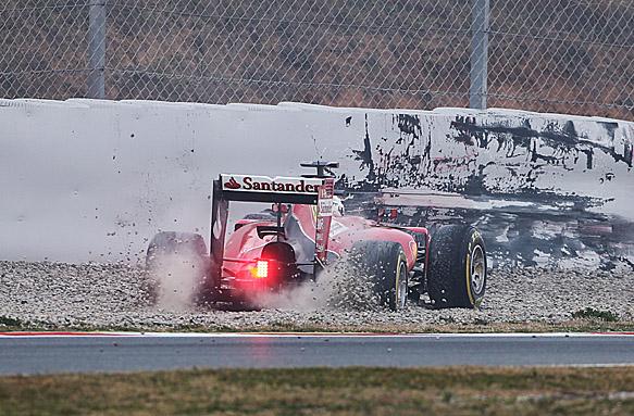 Sebastian Vettel goes off, Barcelona F1 test 2015