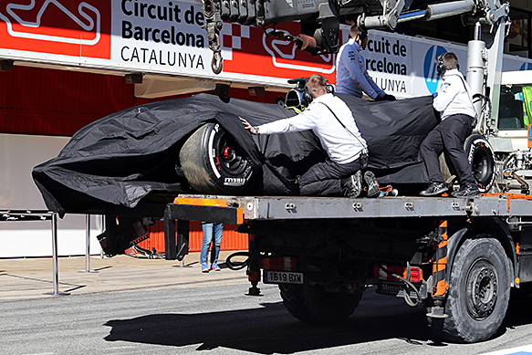Fernando Alonso, McLaren, crash damage, Barcelona F1 testing, February 2015