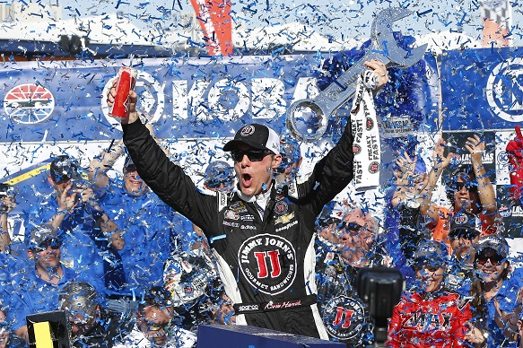 Harvick wins for first time in 2015