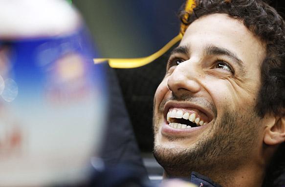 "Ferrari interest ""nice"" - Ricciardo"
