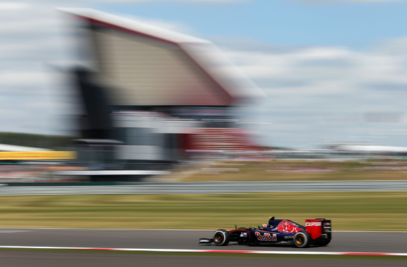 Sainz wants answers on first stints