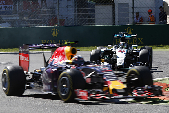 Red Bull shouldn't 'give up' - Hamilton