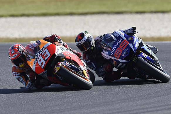 Marc Marquez, Honda, leads Jorge Lorenzo, Yamaha, Phillip Island MotoGP 2015