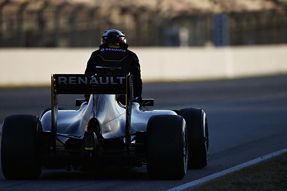 Kevin Magnussen, Renault, Barcelona F1 test 2016, stops