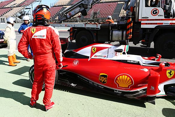 Kimi Raikkonen, Ferrari, Barcelona F1 testing 2016, stops