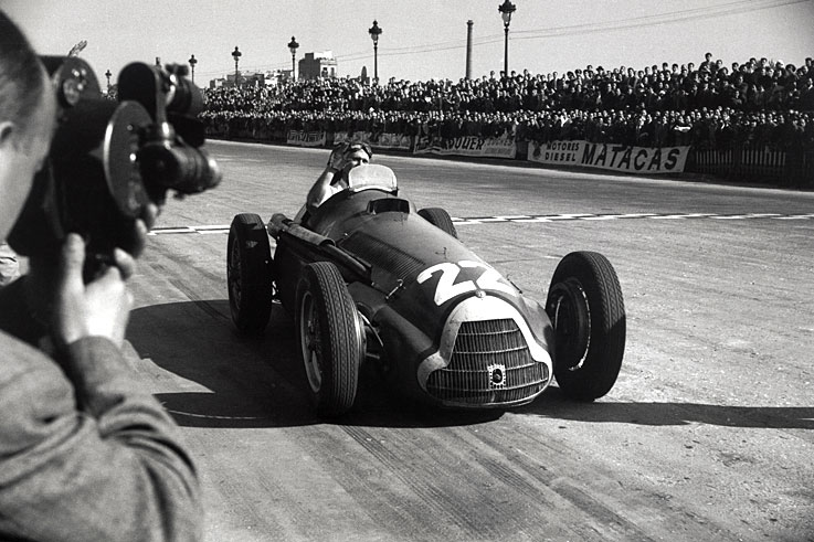 Juan Manuel Fangio wins the first of his five Formula 1 world titles