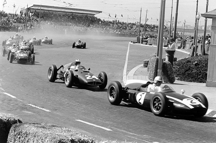 Jack Brabham wins five consecutive races and seals his second F1 world title at Porto