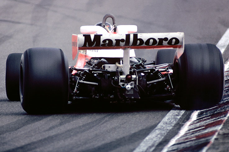 James Hunt wins the F1 world title by one point from Niki Lauda