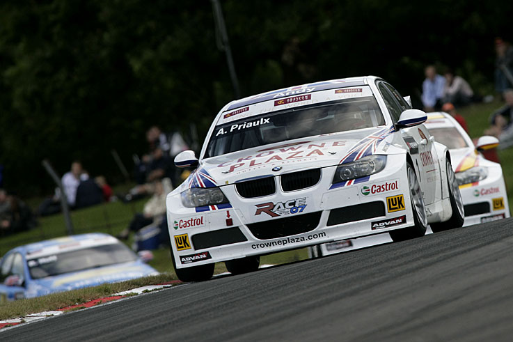 Andy Priaulx wins his third consecutive World Touring Car crown