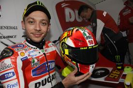 Rossi unveils his Simoncelli tribute helmet