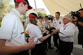 Ecclestone presents the F1 in Schools trophy to the winners