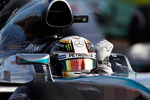 Lewis Hamilton wins the 2015 Australian GP